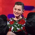 """Golden Globes : cet hommage rendu à Lady Diana par Emma Corrin, l'héroïne de """"The Crown"""""""