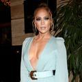 """""""Une pandémie, quelle pandémie ?"""" ou la vidéo de Jennifer Lopez en bikini jaune écoutant du Drake"""
