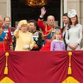 """Kate et William avec Elizabeth II sur BBC One : les """"royals"""" préparent la guerre contre les Sussex"""