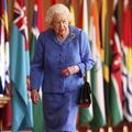 """""""Dévouement désintéressé et sens du devoir"""" : le discours d'Elizabeth II, comme une salve à destination de Meghan et Harry"""
