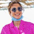 La reine Rania de Jordanie fait sensation en rose bonbon dans les rues d'Amman