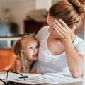Pères en call, mères à mi-temps pour les devoirs : les femmes, premières à trinquer quand les écoles ferment