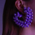 Ces bijoux pop au kitsch rétro qui nous font du bien