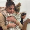 """""""Brûlez vos soutiens-gorge"""", la vidéo de Victoria Beckham et sa fille Harper pour le 8 mars"""