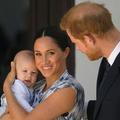 Pendant ce temps à Los Angeles, Meghan Markle et son fils Archie se promènent en tenue savamment décontractée