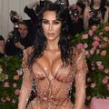 """Comment Kim Kardashian est devenue """"duchesse honoraire"""" de Bridgerton"""