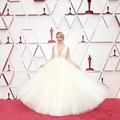 Dentelles, paillettes et décolletés : le grand retour du glam aux Oscars 2021