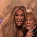 En vidéo, Jennifer Lopez et sa mère (qui chante faux) ouvrent le grand concert pour la vaccination