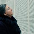 La première photo d'Elsa Zylberstein, impressionnante en Simone Veil dans le biopic d'Olivier Dahan