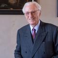 À 87 ans, le duc de Bavière fait son coming-out et pose avec son compagnon