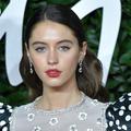 Iris, la fille de Jude Law, se rase la tête pour son tout premier rôle dans une série