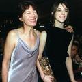 """""""Je t'aime… moi aussi"""" : Charlotte Gainsbourg et Jane Birkin, 50 ans de photos mère-fille"""