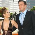 """En vidéo : à Saint-Tropez, Jennifer Lopez et Ben Affleck s'enlacent sur les notes de """"Jenny from the Block"""""""