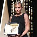 """""""Merci de laisser rentrer les monstres"""" : Julia Ducournau est la deuxième femme de l'histoire à remporter la palme d'or à Cannes"""