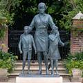 Les émouvants symboles derrière la statue de Lady Di