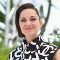 Le faux carré asymétrique de Marion Cotillard donne le ton à Cannes