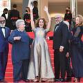 """""""Et ils ont crié Aline"""" : la montée des marches émue de Valérie Lemercier à Cannes"""
