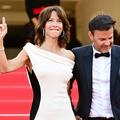 """Robe fourreau et déhanché: la """"Boum"""" de Sophie Marceau sur les marches du Festival de Cannes"""