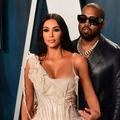 La déroutante arrivée de Kim Kardashian en mariée lors d'une performance de Kanye West, à l'aube de leur divorce
