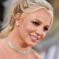 """Britney Spears aurait """"fondu en larmes"""" après la levée de la tutelle de son père"""
