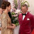 """""""Drôlement jolie"""" : Daniel Craig sous le charme de Kate Middleton à l'avant-première de """"James Bond"""""""