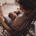 Dépression du post-partum : plongée dans ce mal silencieux qui ronge certaines mères