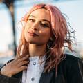 Cheveux rose, lilas, ciel... La coloration pastel fait souffler un vent de douceur sur New York
