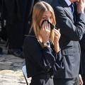Les larmes de Stella, la fille cadette de Jean-Paul Belmondo, lors de l'hommage national