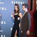"""En photos, Emma Mackey et Romain Duris, charme et glamour à l'avant-première du film """"Eiffel"""""""
