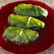 Escalopine de volaille en habit vert, sauce champignon au beurre de betterave