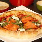 Pizza au saumon fumé et mozzarella