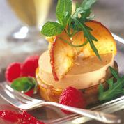 Médaillon de foie gras aux pommes sur blinis de blé noir