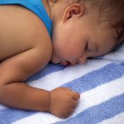 Les astuces pour aider les tout-petits à dormir quand il fait chaud