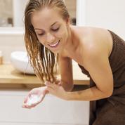 Cheveux gras, secs, bouclés... Quatre recettes de masques capillaires à faire à la maison
