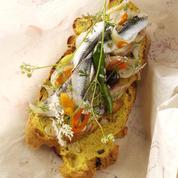 Tartines d'oignons confits et anchois marinés