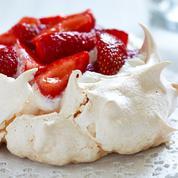 Pavlova, tarte et bavarois : nos plus beaux desserts à base de fraises