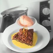 Brownie aux fruits secs, crème anglaise safranée