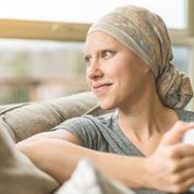 Des perruques jolies, accessibles et sur mesure pour les malades du cancer
