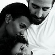 Jake Gyllenhaal et Liya Kebede, la famille idéale selon Calvin Klein