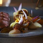 Noisettes de chevreuil rôties et fruits d'hiver