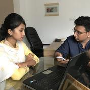 Au Bangladesh, une initiative arme les jeunes filles face au harcèlement en ligne