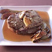 Tournedos et foie gras poêlés nuance automnale, sauce coings et crème balsamique