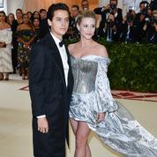 Lili Reinhart et Cole Sprouse officialisent leur relation au Met Ball 2018