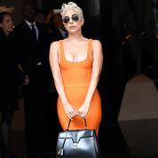 Lady Gaga, première à porter un sac Céline par Hedi Slimane