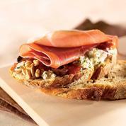 Tartine de jambon Serrano à la tapenade de figues et olives