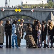 Nikolaj Coster Waldau, Eva Longoria, et Elle Fanning... Les égéries L'Oréal Paris défilent au-dessus de l'eau