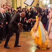 Forest Whitaker et sa fille True dansent la première valse du Bal des débutantes à Paris