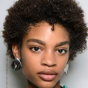 Cheveux frisés, bouclés ou ondulés : quelle coupe adopter ?