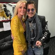 Johnny Depp photographié embrassant une