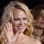 Pamela Anderson soutient les gilets jaunes et dénonce les